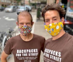 nyc-couple-has-given-10,000-backpacks,-200-gallons-of-sanitizer-to-homeless-during-pandemic